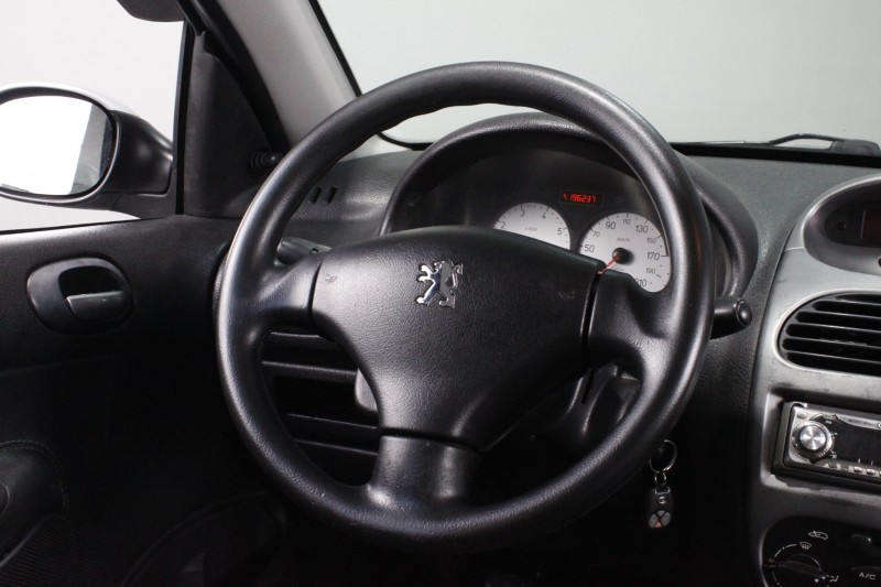Imagem do veículo PEUGEOT 206 1.6 ESCAPADE SW 16V FLEX 4P MANUAL