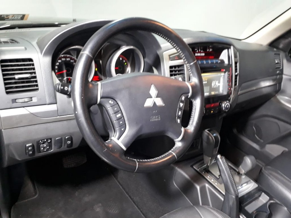 Imagem do veículo MITSUBISHI PAJERO FULL 3.2 HPE 4X4 16V DIESEL 4P AUTOMÁTICO
