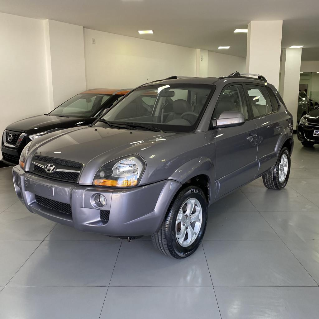 Tucson GLS 2010/2011 Completa, único dono, bancos em couro, piloto automático, pneus novos !