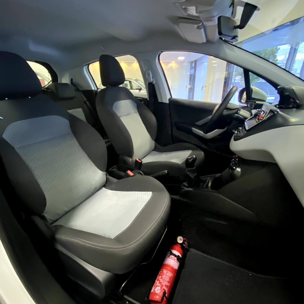 Imagem do veículo 208 Active 1.5 Flex 2014/2015 Completo , única dona, todo revisado na Peugeot !