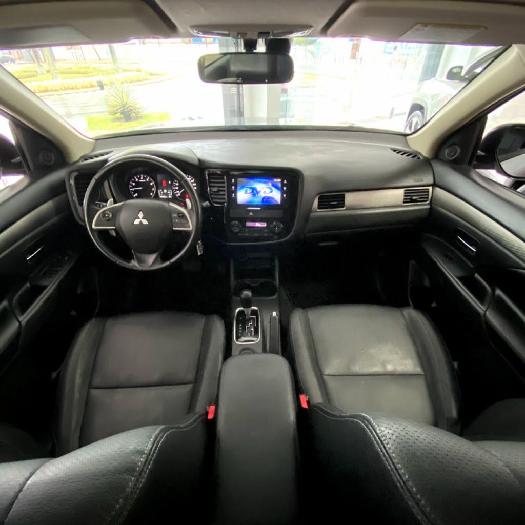 Imagem do veículo Outlander 2.0 2014/2015 Completo, Bancos em couro , Teto Solar , Toda revisada na Mitsubishi !