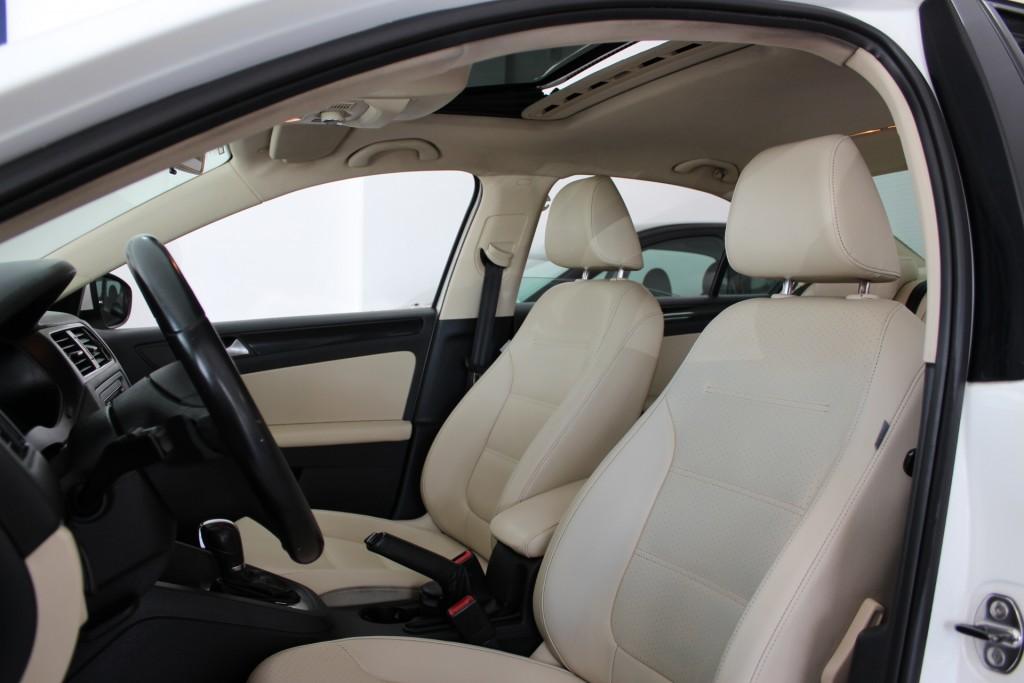 Imagem do veículo Jetta 2.0 Comfortline 2013/2013 Top de linha, Teto Solar, interior caramelo, Super conservado !