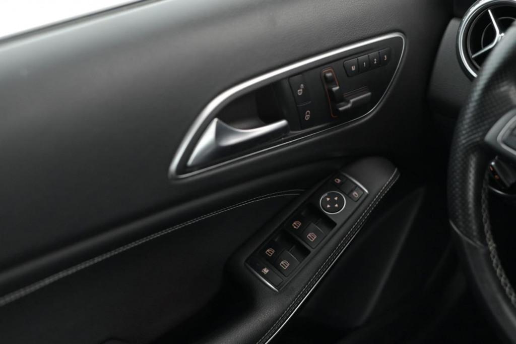 Imagem do veículo MERCEDES-BENZ GLA 250 ENDURO  2.0 TURBO C/TETO AUT./2016