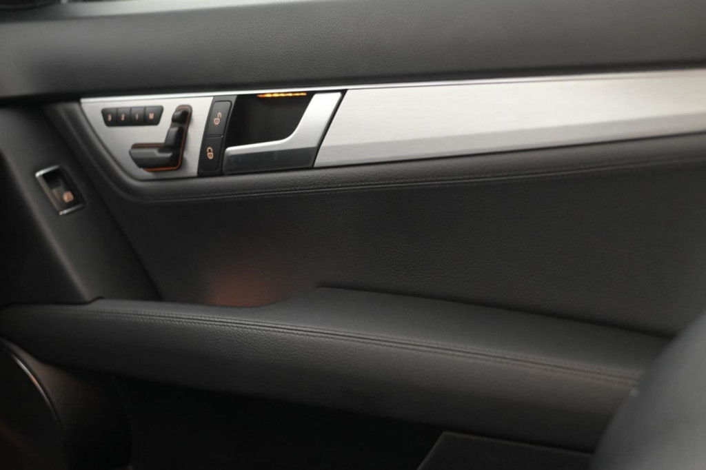 Imagem do veículo MERCEDES-BENZ C250 CGI SPORT 1.8T C/TETO AUT./2013