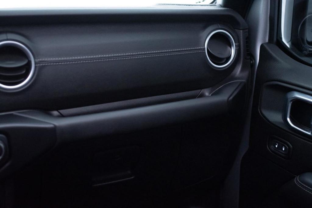Imagem do veículo JEEP WRANGLER SAHARA 2.0 TURBO 4X4 TARGA 2P. AUT/2020