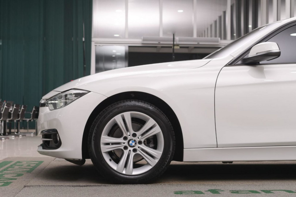 Imagem do veículo BMW 320 IA SPORT 2.0 TURBO ACTIVEFLEX 184CV AUT./2017