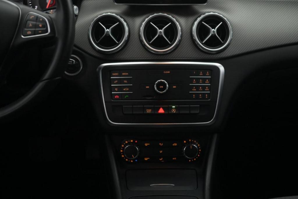 Imagem do veículo MERCEDES BENZ GLA200 CGI STYLE 1.6T FLEX AUT./2016