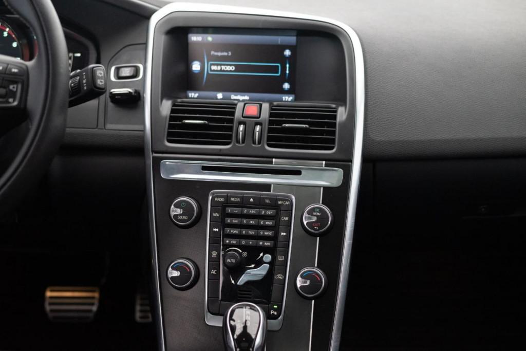 Imagem do veículo VOLVO XC60 T-5 R-DESIGN 2.0T FWD C/TETO AUT./2014