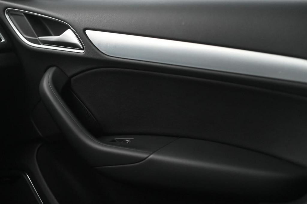 Imagem do veículo AUDI Q3 BLACK EDITION 1.4 TFSI C/TETO S-TRONIC/2018