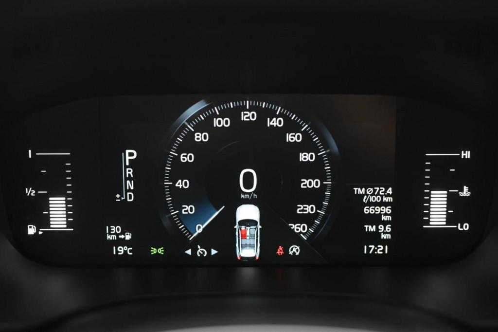 Imagem do veículo VOLVO XC60 T5 MOMENTUM 2.0T 254CV AWD C/TETO/2018