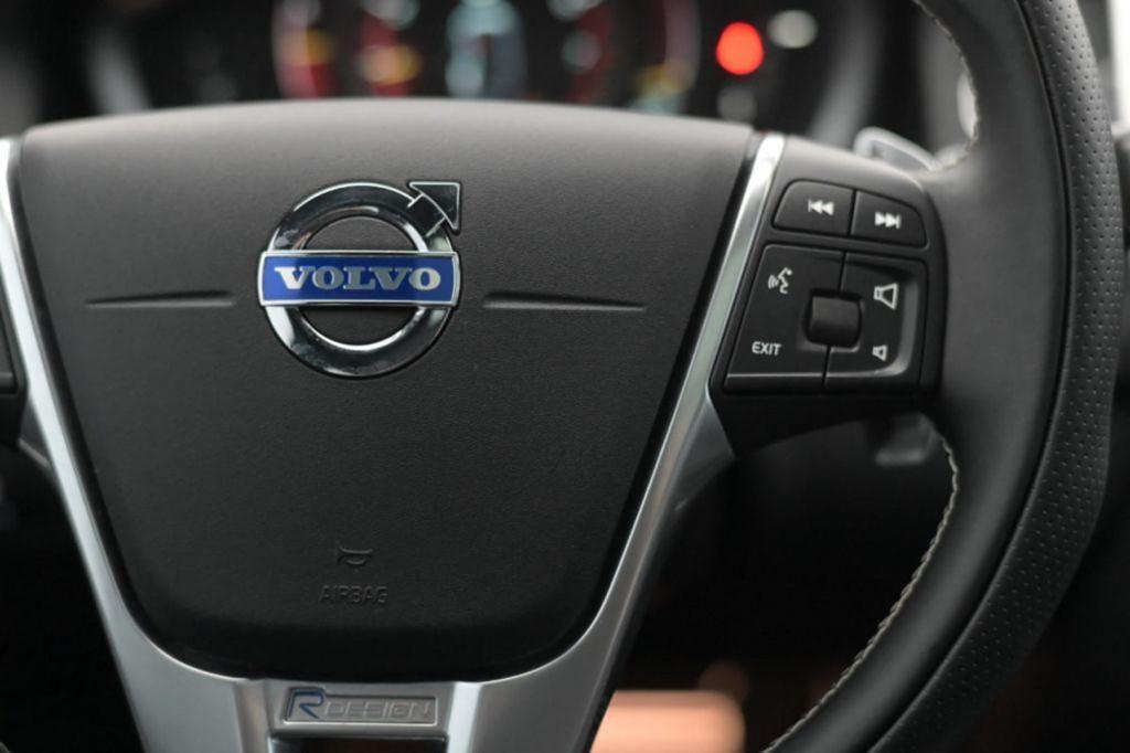 Imagem do veículo VOLVO XC60 T5 R-DESING 2.0T 245CV C/TETO AUT./2015