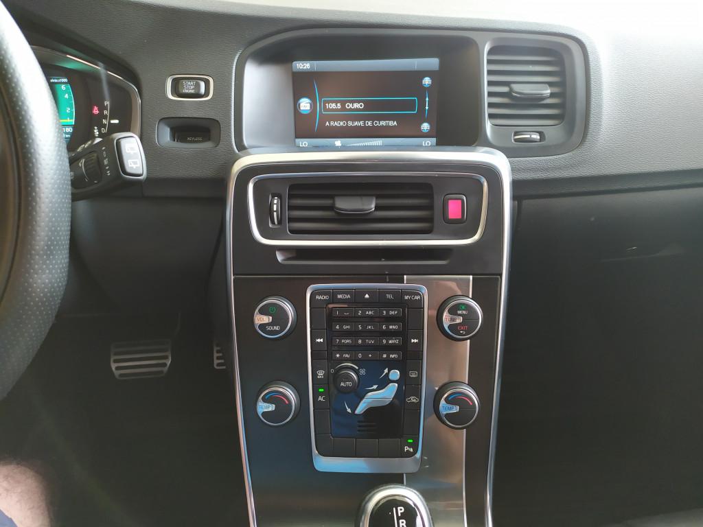 Imagem do veículo VOLVO V60 2.0 T5 R DESIGN DYNAMIC 16V TURBO GASOLINA 4P AUTOMATIZADO