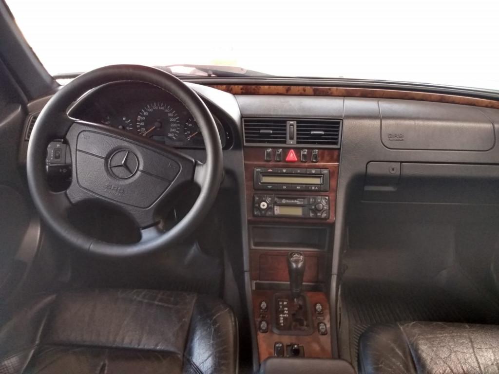 Imagem do veículo MERCEDES-BENZ C 240 2.4 ELEGANCE GASOLINA 4P AUTOMÁTICO