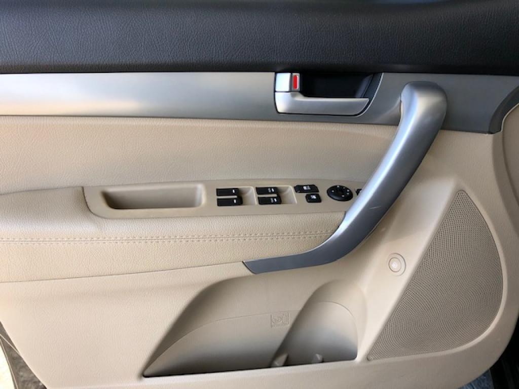 Imagem do veículo KIA SORENTO 2.4 EX2 * 7 LUGARES* AUTOMÁTICO * TETO SOLAR PANORAMICO* IMPECÁVEL!!