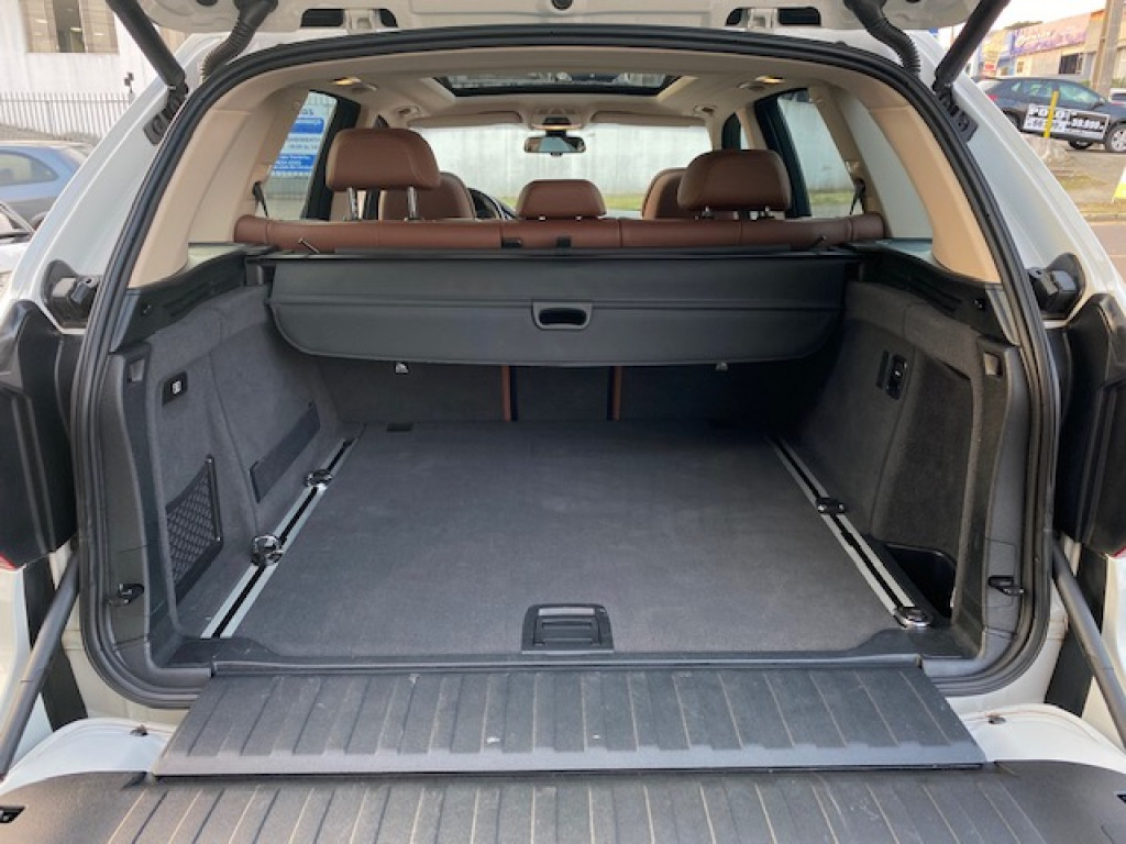 Imagem do veículo BMW X5 3.0 4X4 30D  TURBO DIESEL  AUTOMÁTICO -  TETO SOLAR !!