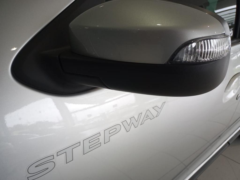 Imagem do veículo STEPWAY ICONIC FLEX 1.6 16V AUTOMÁTICO - 4 MIL KM !!!