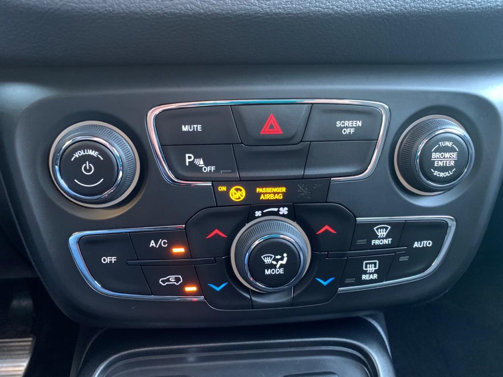 Imagem do veículo JEEP COMPASS 2.0 16V FLEX SPORT AUTOMÁTICO 2018 - APENAS 61 MIL KM -