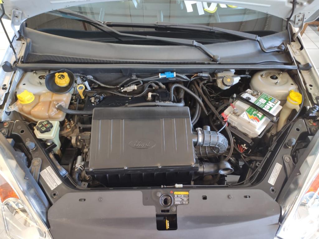 Imagem do veículo FORD FIESTA 1.6 MPI CLASS HATCH 8V FLEX 4P MANUAL IMPECÁVEL !!! COMPLETO, COM RACK E ENGATE!!!
