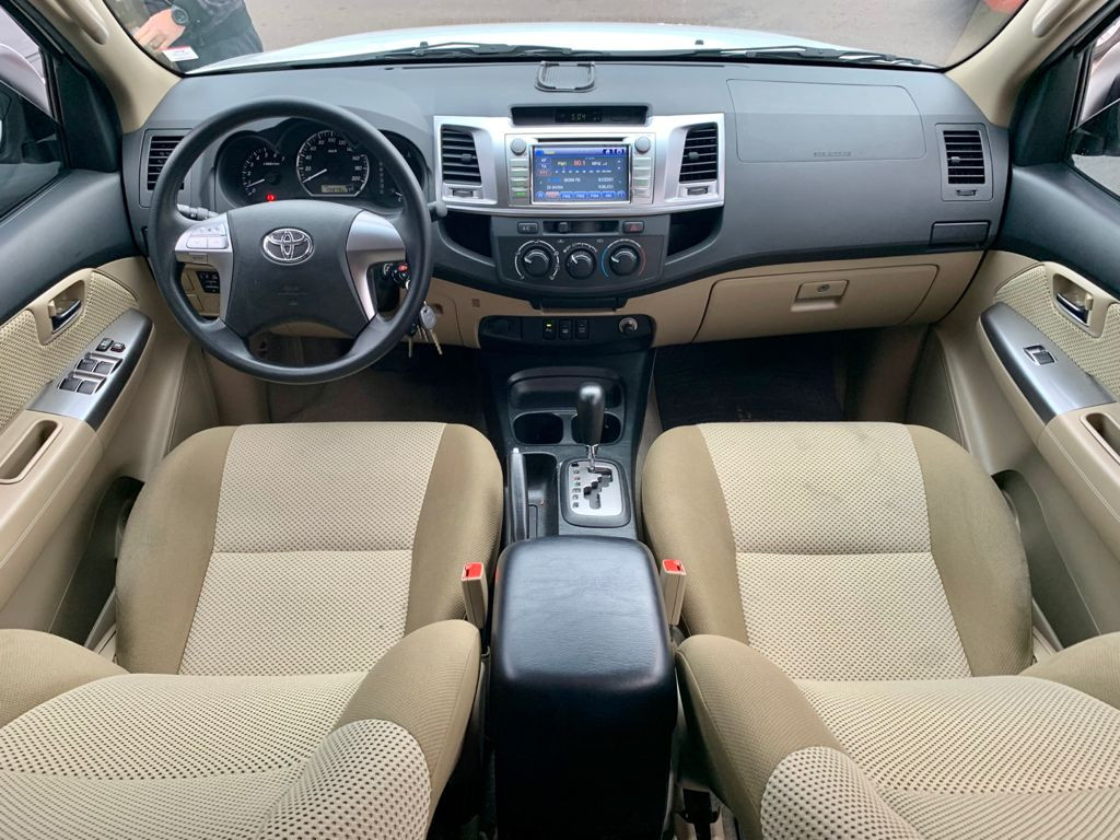 Imagem do veículo TOYOTA HILUX SW4 2.7 SR 7 LUGARES 4X2 16V FLEX 4P AUTOMÁTICO - UNICO DONO - APENAS 50 MIL KM !!!
