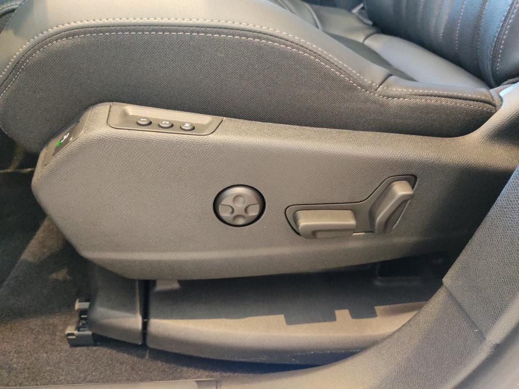 Imagem do veículo PEUGEOT 3008 1.6 griffe pack thp 16v gasolina 4p automatico