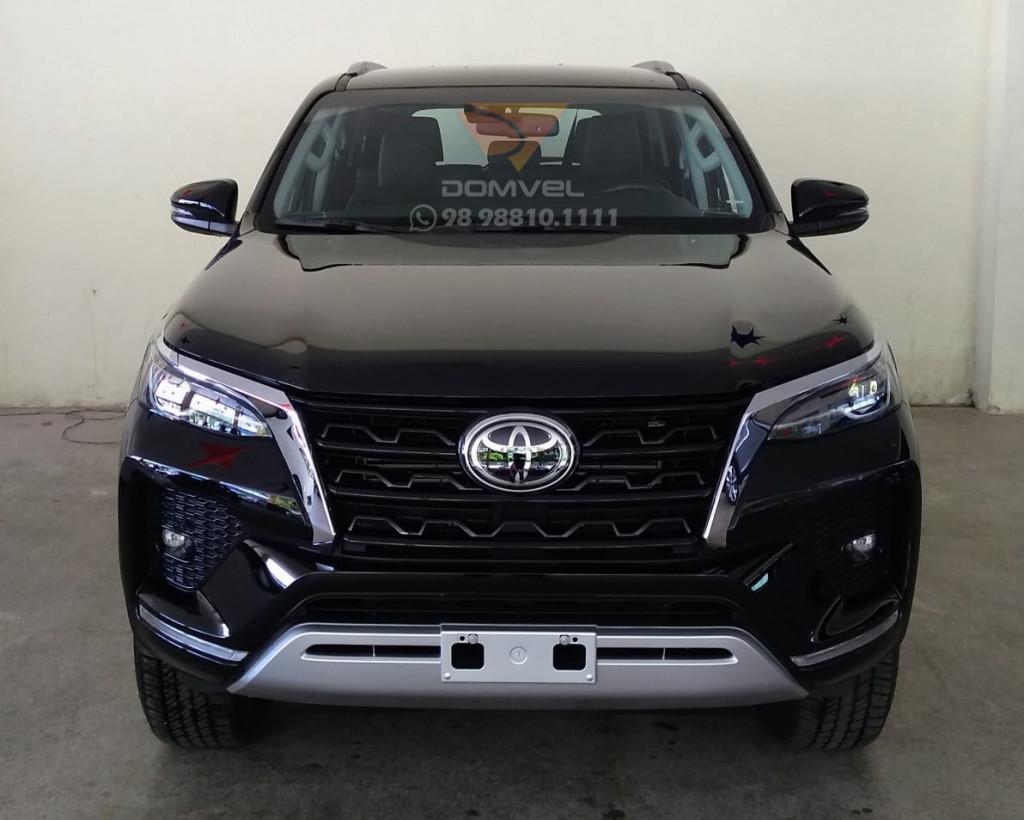 Toyota Hilux Sw4 2.8 SRX 7L