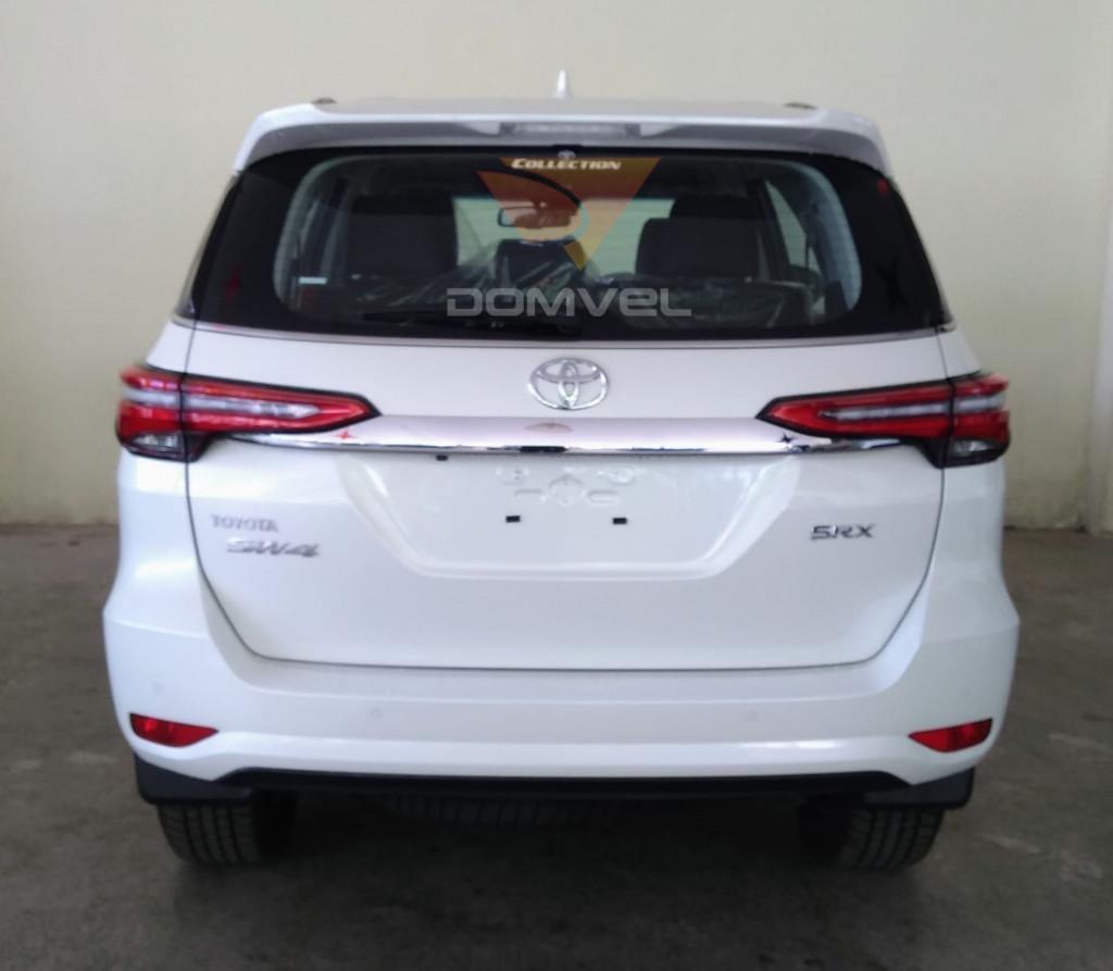 Imagem do veículo Toyota Hilux Sw4 2.8 SRX 7L 4x4 AT