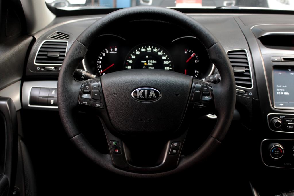 Imagem do veículo KIA SORENTO 3.5 AWD 4P AUTOMÁTICO 6M - 2015 - PRATA