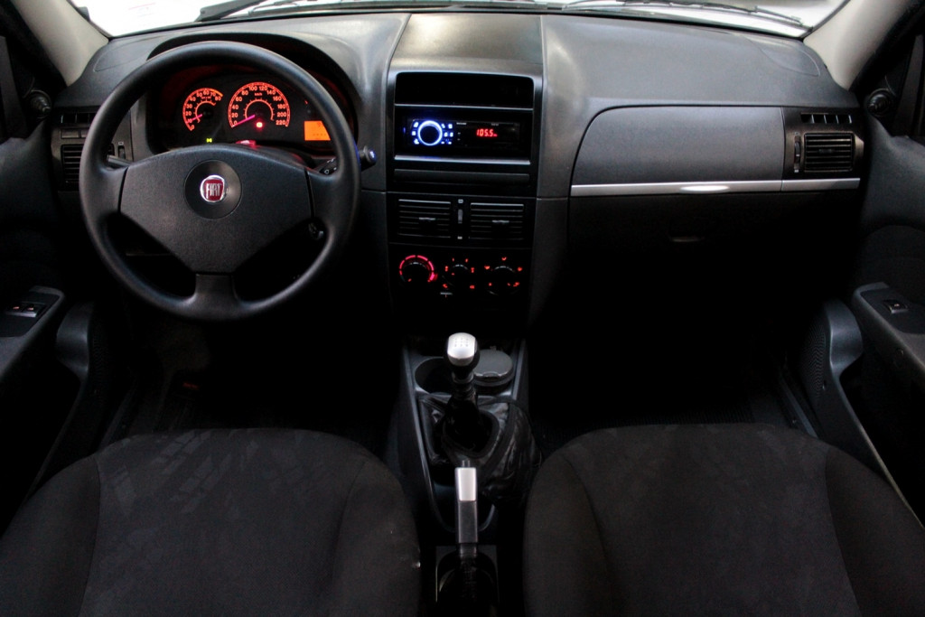 Imagem do veículo FIAT PALIO 1.0 ELX 2P MANUAL - 2010 - PRETO