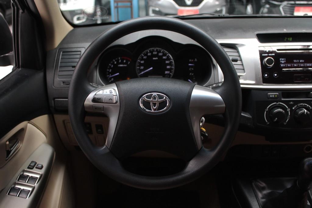 Imagem do veículo TOYOTA HILUX SW4 2.7 SR CD FLEX 4P MANUAL  - 2014 - CINZA