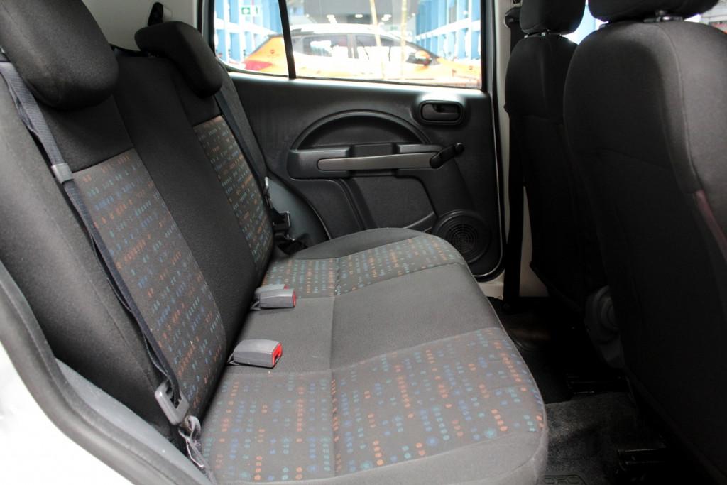 Imagem do veículo FIAT UNO 1.0 VIVACE FLEX 4P MANUAL - 2014 - PRATA