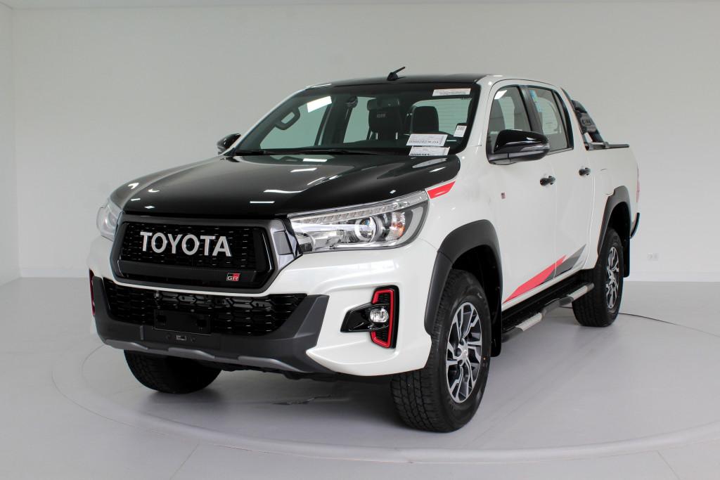 TOYOTA HILUX 4.0 V6 GR SPORT (GAZOO RACING) 4X4 CD 4P AUTOMÁTICO 6M - 2020 - BRANCO PÉROLA **0 KM**