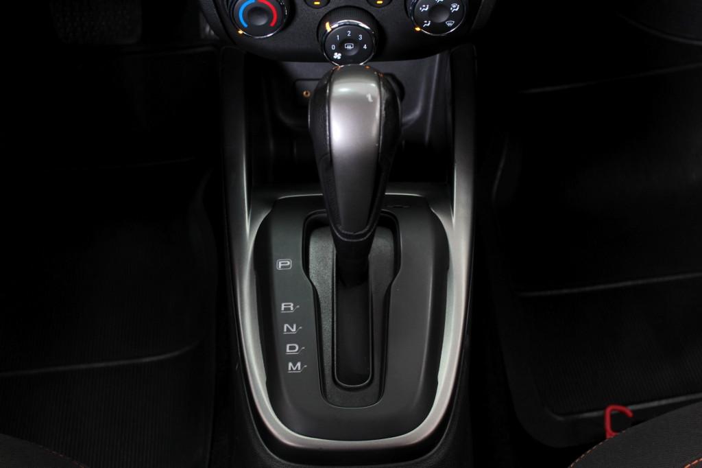 Imagem do veículo CHEVROLET ONIX 1.4 LTZ FLEX 4P AUTOMÁTICO 6M - 2014 - VERMELHO