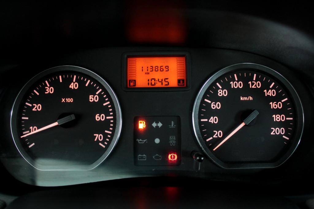 Imagem do veículo RENAULT SANDERO 1.6 EXPRESSION FLEX 4P MANUAL - 2011 - CINZA