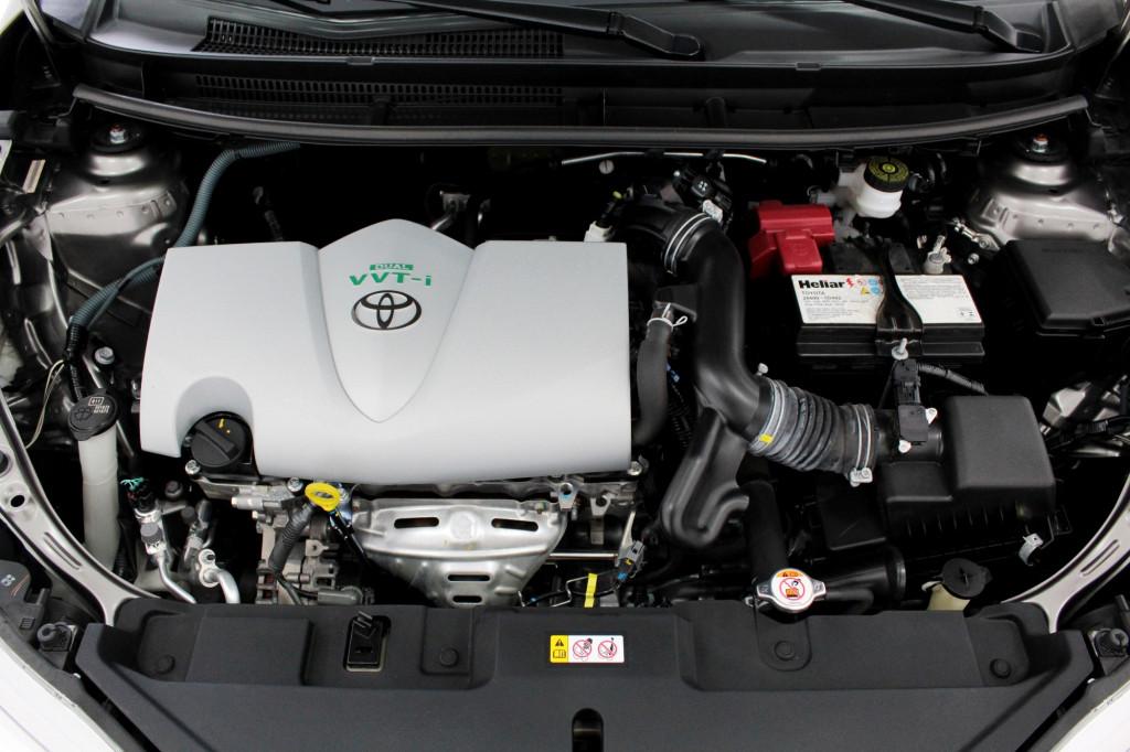 Imagem do veículo TOYOTA YARIS 1.5 XL FLEX 4P MANUAL - 2019 - CINZA