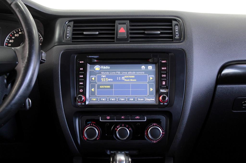 Imagem do veículo VOLKSWAGEN JETTA 2.0 FLEX 4P AUTOMÁTICO 6M - 2012 - PRETO
