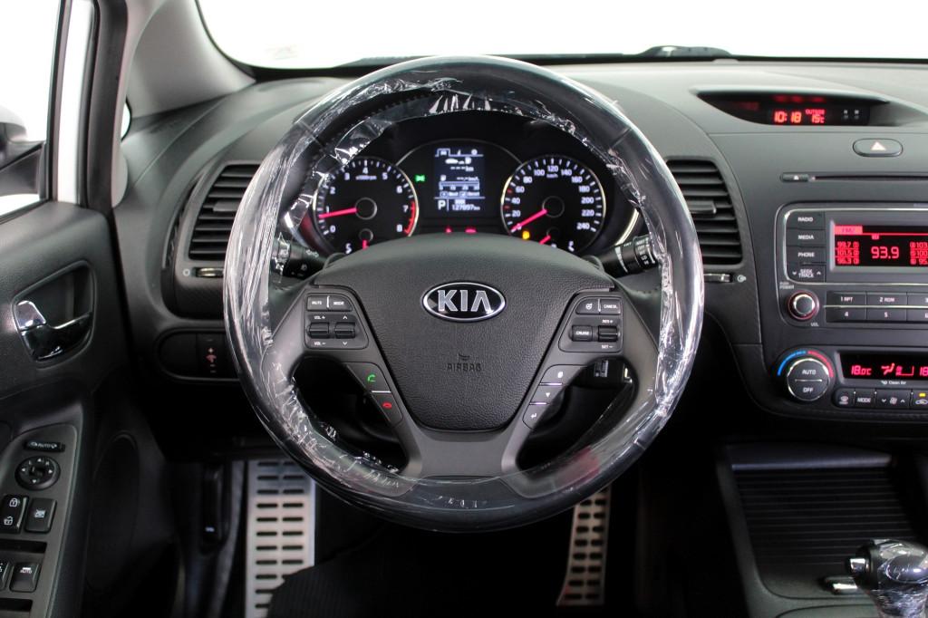 Imagem do veículo KIA CERATO 1.6 4P AUTOMÁTICO 6M - 2016 - BRANCO