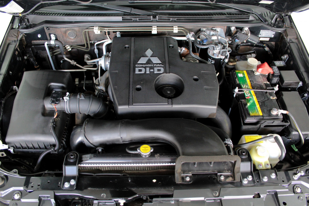 Imagem do veículo MITSUBISHI PAJERO FULL 3.2 HPE 4X4 7L TURBO DIESEL 4P AUTOMÁTICO 5M - 2017 - MARROM