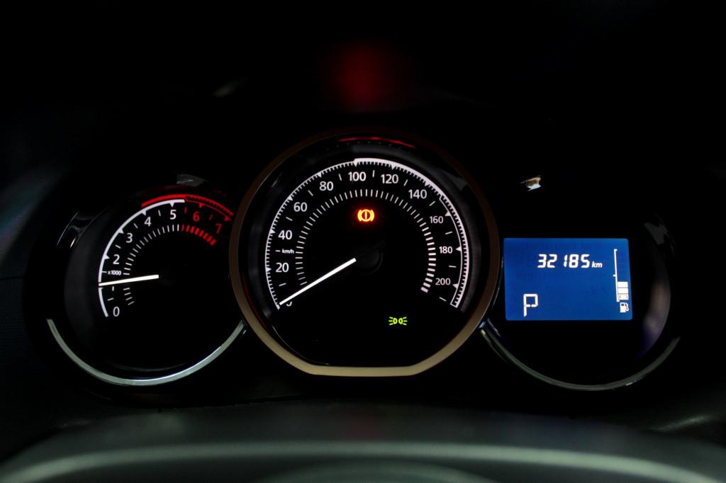 Imagem do veículo RENAULT DUSTER 1.6 DYNAMIQUE  FLEX AUTOMÁTICO CVT - 2020 - CINZA