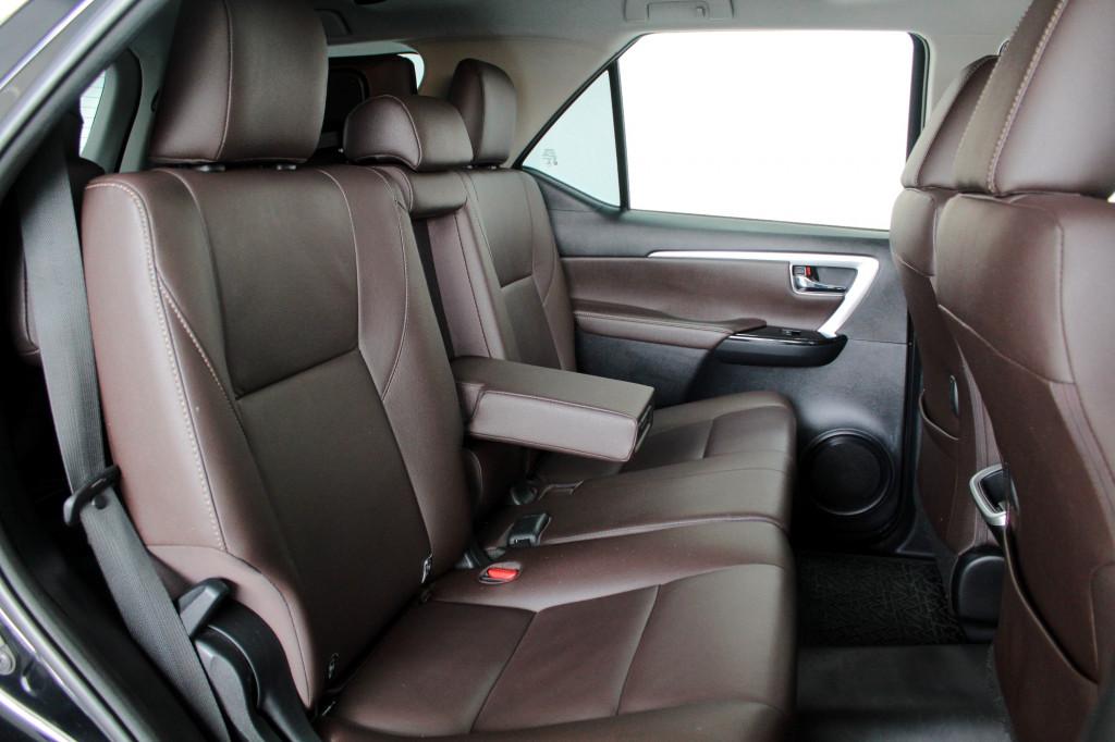 Imagem do veículo TOYOTA HILUX SW4 2.7 SRV 7L FLEX AUTOMÁTICO 6M - 2019 - PRETO