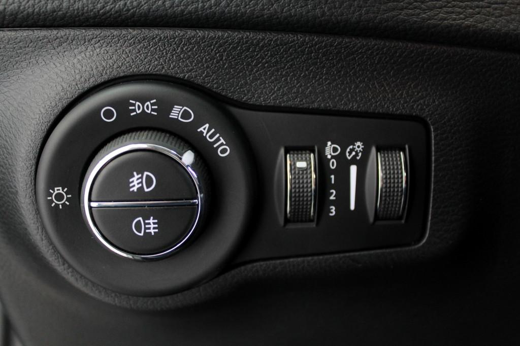 Imagem do veículo JEEP COMPASS 2.0 NIGHT EAGLE BEATS FLEX AUTOMÁTICO 6M - 2018 - CINZA