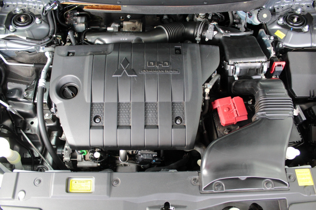 Imagem do veículo MITSUBISHI OUTLANDER 2.2 4WD TURBO DIESEL 7L AUTOMÁTICO 6M - 2018 - CINZA