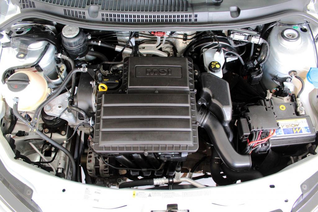 Imagem do veículo VOLKSWAGEN SAVEIRO 1.6 CROSS CD FLEX MANUAL - 2015 - PRATA