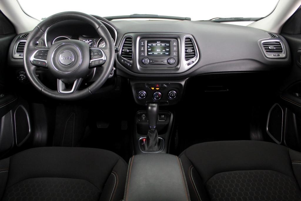 Imagem do veículo JEEP COMPASS 2.0 SPORT FLEX AUTOMÁTICO 6M - 2017 - BRANCO