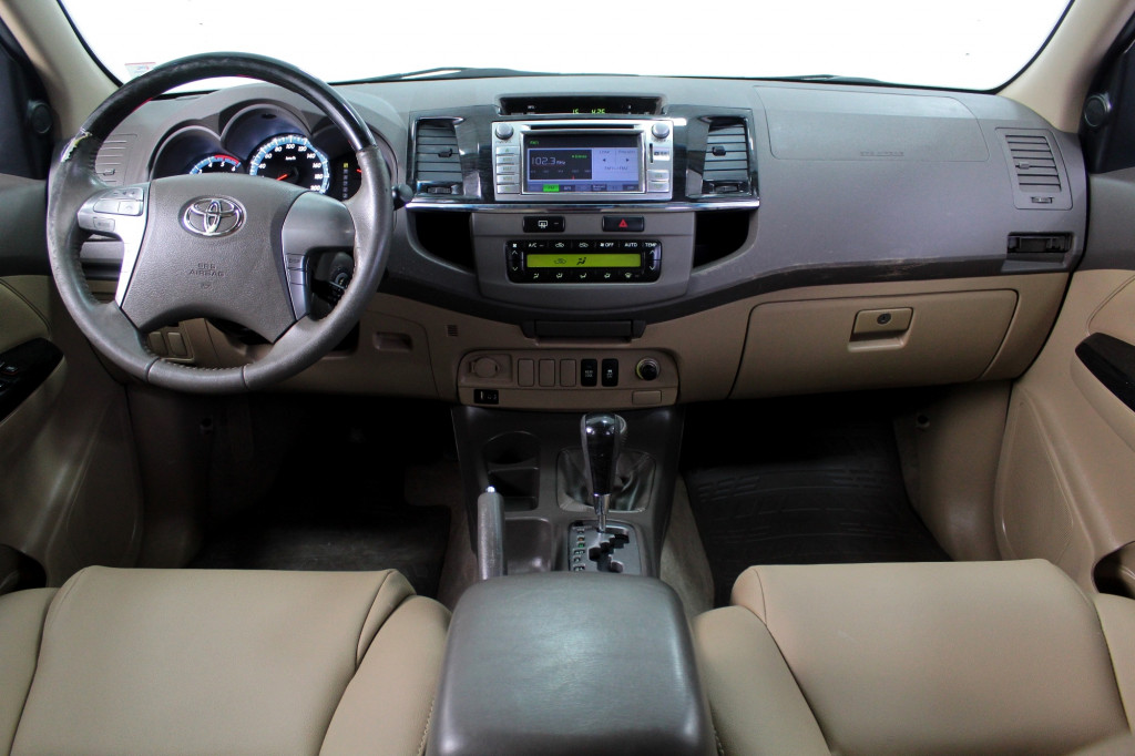 Imagem do veículo TOYOTA HILUX SW4 3.0 SRV 4X4 TURBO DIESEL AUTOMÁTICO 5M - 2013 - BRANCO