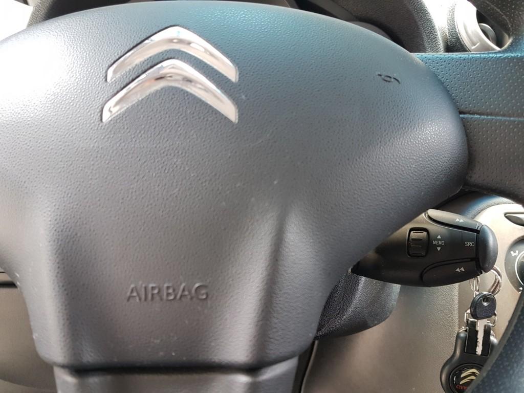 Imagem do veículo CITROËN AIRCROSS TENDANCE 1.6 FLEX 4P MANUAL - 2015 - BRANCO