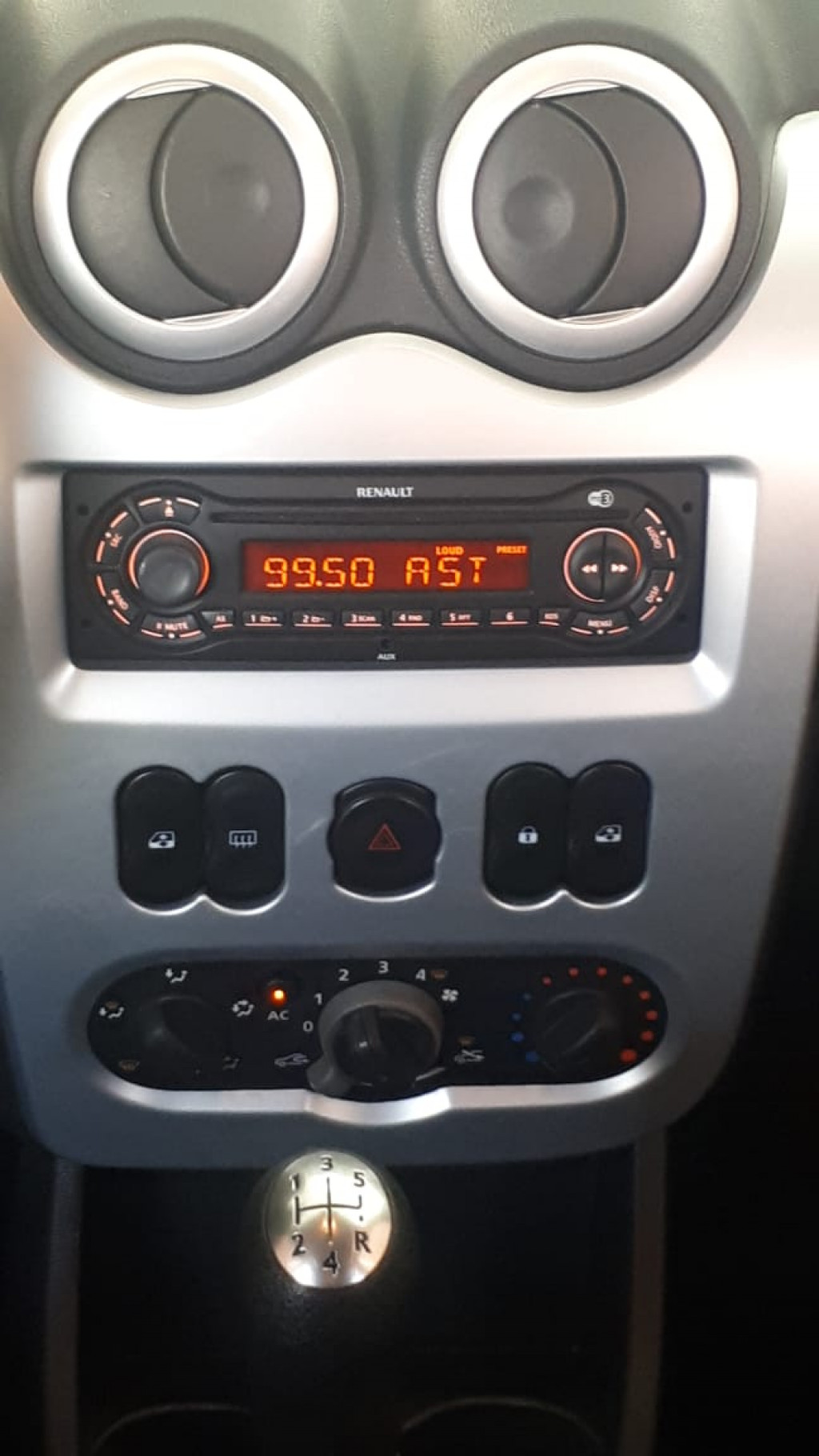 Imagem do veículo SANDERO STEPWAY TOP DE LINHA COM APENAS 56.000 KM! ÚNICO DONO!