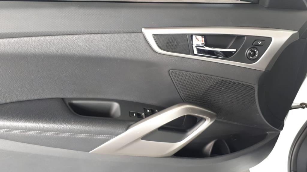 Imagem do veículo VELOSTER AUTOMÁTICO COM TETO SOLAR ELÉTRICO ! APENAS 44.000 KM!