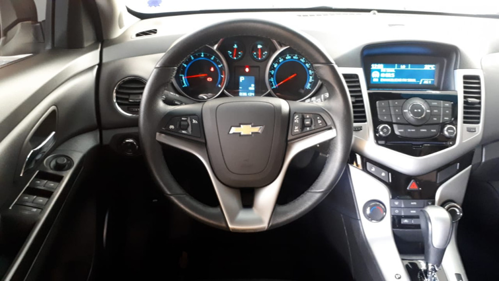 Imagem do veículo CRUZE HATCH AUTOMÁTICO FLEX COM APENAS 36.000 KM!
