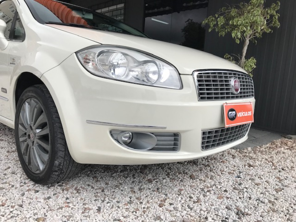 Imagem do veículo FIAT LINEA ESSEN.SUBLIME Dual.1.8 Flex 16V 4p