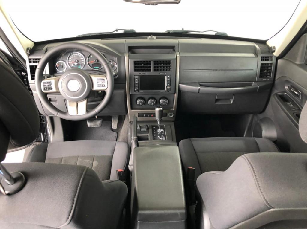 Imagem do veículo JEEP CHEROKEE 3.7 SPORT 4X4 V6 12V GASOLINA 4P AUTOMÁTICO